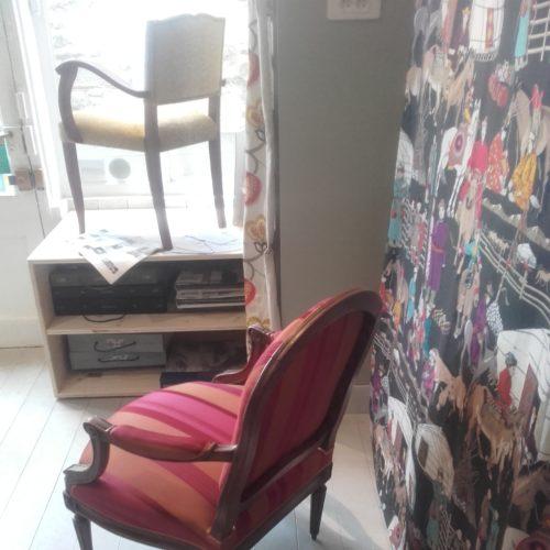 Coussin pour un petit fauteuil - tissu en lin de chez Guëll Lamadrid